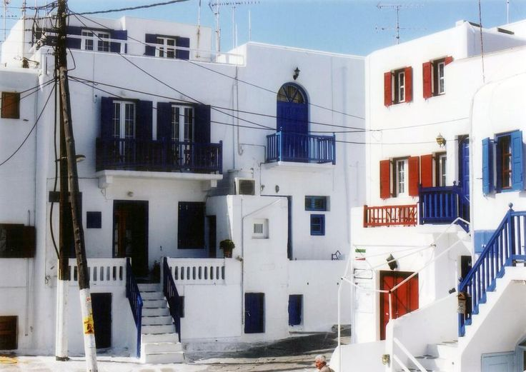 Domna Lakka || Centrally located in Mykonos Town, the whitewashed Domna Lakka is just 300 metres from Little Venice and the famous Mykonos windmills.