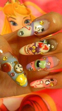 Disney Nail Art : Character nail art