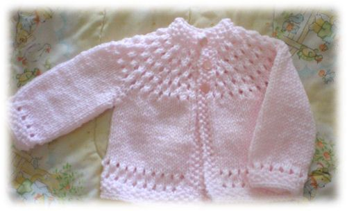 "Pretty Baby Sweater, free pattern, chest measurement 20"" (only one size)"