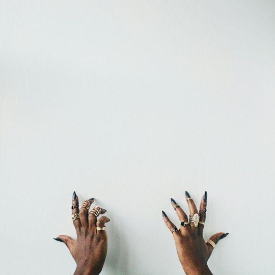 ♛ ˢʰᵉ ʷᵃˢ ᵃ ˡᵉᵃᶰ ᵃᶰᵈ ᵈᵉˡᶤᶜᵃᵗᵉ ˡᵒᵒᵏᶤᶰᵍ ᶜʳᵉᵃᵗᵘʳᵉ • ʰᵉʳ ˢʰᶤᵛᵉʳᶤᶰᵍ ᶰᵃᵏᵉᵈᶰᵉˢˢ ᶜˡᵃᵈ ᶤᶰ ᶰᵒᵗʰᶤᶰᵍ ᵇᵘᵗ ᵃ ᶜʰᵉᵐᶤˢᵉ ᵃᶰᵈ ˢᵏᶤʳᵗ • ʰᵉʳ ʷᵃᶤˢᵗᵇᵃᶰᵈ ʷᵃˢ ᵃ ᵖᶤᵉᶜᵉ ᵒᶠ ˢᵗʳᶤᶰᵍ • && ᵃᶰᵒᵗʰᵉʳ ᵖᶤᵉᶜᵉ ᵗᶤᵉᵈ ᵇᵃᶜᵏ ʰᵉʳ ʰᵃᶤʳ • ᵇᵒᶰʸ ˢʰᵒᵘˡᵈᵉʳˢ ᵉᵐᵉʳᵍᵉᵈ ᶠʳᵒᵐ ᵗʰᵉ ᶜʰᵉᵐᶤˢᵉ • && ᵗʰᵉ ᶠᵃᶜᵉ ᵃᵇᵒᵛᵉ ʷᵃˢ ˢᵃˡˡᵒʷ ᵃᶰᵈ ᶠˡᵃᵇᵇʸ • ᵗʰᵉ ˡᶤᵍʰᵗ ᶠᵉˡˡ ᵘᵖᵒᶰ ʳᵉᵈᵈᵉᶰᵉᵈ ʰᵃᶰᵈˢ • ᵃ ˢᵗʳᶤᶰᵍʸ ᶰᵉᶜᵏ • ᵃ ˡᵒᵒˢᵉ˒ ᵈᵉᵖʳᵃᵛᵉᵈ ᵐᵒᵘᵗʰ ˡᵃᶜᵏᶤᶰᵍ ˢᵉᵛᵉʳᵃˡ ᵗᵉᵉᵗʰ • ᵇˡᵉᵃʳᵉᵈ ᵉʸᵉˢ ᵇᵒᵗʰ ᵇᵒˡᵈ && ʷᵃʳʸ: ᶤᶰ ˢʰᵒʳᵗ˒ ᵃᶰ ᶤˡˡ⁻ᵗʳᵉᵃᵗᵉᵈ ᵍᶤʳˡ ʷᶤᵗʰ ᵗʰᵉ ᵉʸᵉˢ ᵒᶠ ᵃ ʷᵒᵐᵃᶰ; ᵃ ᵇˡᵉᶰᵈ ᵒᶠ ᶠᶤᶠᵗʸ && ᶠᶤᶠᵗᵉᵉᶰ ♛