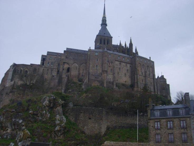 Normandiya dört bölgeye ayrılıyor, biz güney tarafını seçiyoruz. Paris'ten yaklaşık üç saat süren yolculuk bizi yemyeşil köylerden geçiriyor... Daha fazla bilgi ve fotoğraf için; http://www.geziyorum.net/mont-saint-michel-gezisi/