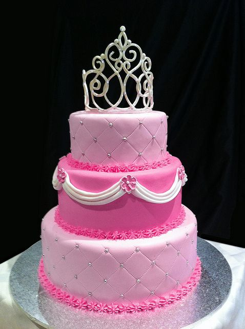 Pretty Princess Cake - Ash would love this!