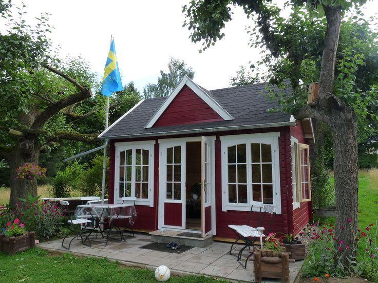 clockhouse in schwedenrot unter urigen alten b umen und mit gem tlicher vorterrasse http www. Black Bedroom Furniture Sets. Home Design Ideas
