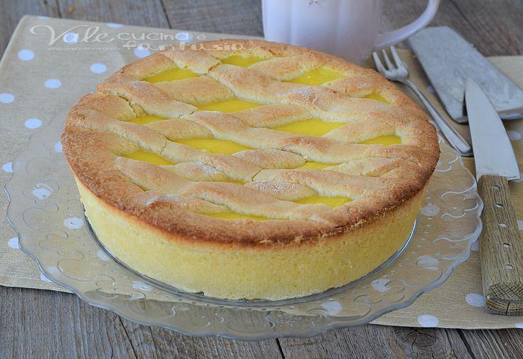 Crostata morbida alla crema pasticcera, un classico dolce, semplice ma tanto buono e goloso, ideale per colazione e merenda e per l'ora del tè.