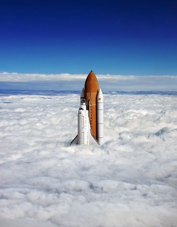 Space Shuttle breaches clouds