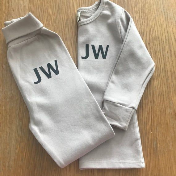 Personalised Sleepsuit Baby Grow with Vinyl Children's Name /& Heart Banner