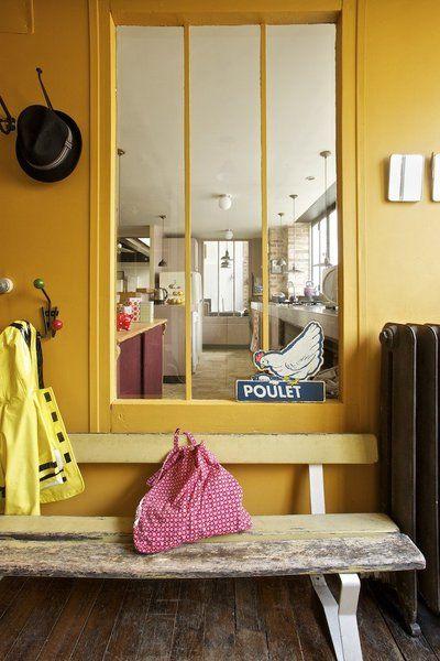 la couleur jaune safran. Black Bedroom Furniture Sets. Home Design Ideas