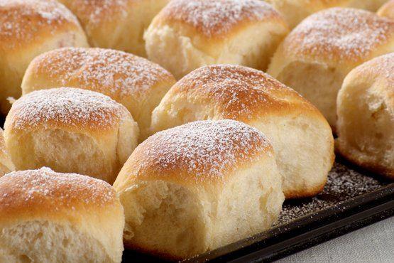 Süß und köstlich schmecken Dampfnudeln. Mit diesem einfachen Rezept gelingt d…