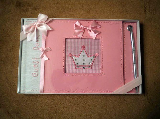 Ευχολόγιο βάπτισης σε ροζ αποχρώσεις από δερματίνη διακοσμημένο με κορώνα πριγκίπισσας. Συνοδεύεται και από στυλό