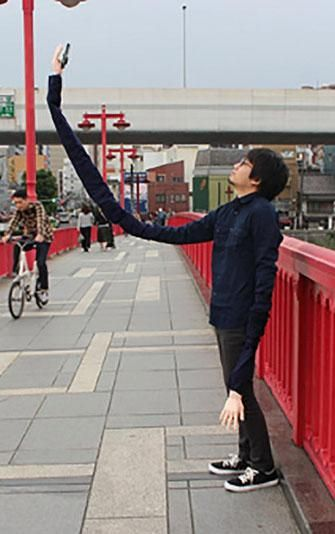 Hilarious! This man hacked his wardrobe to create an head turning selfie stick!
