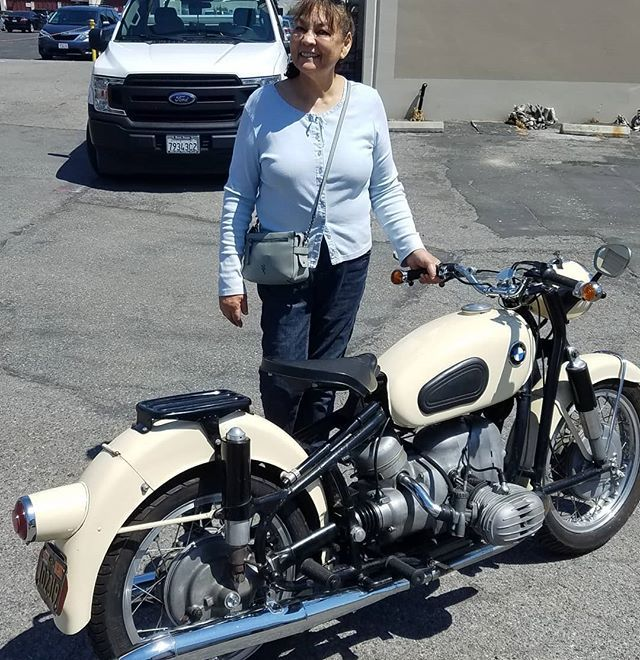 Barbara From Sacramento Seems Pleased As Punch That Her R60 2 Is Starting Easy And The Leaking Final Drive And Bmw Motorcycle Vintage Final Drive Bmw Motorrad