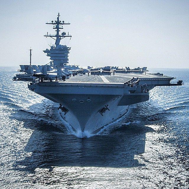 The Nimitz-class aircraft carrier USS Carl Vinson ...