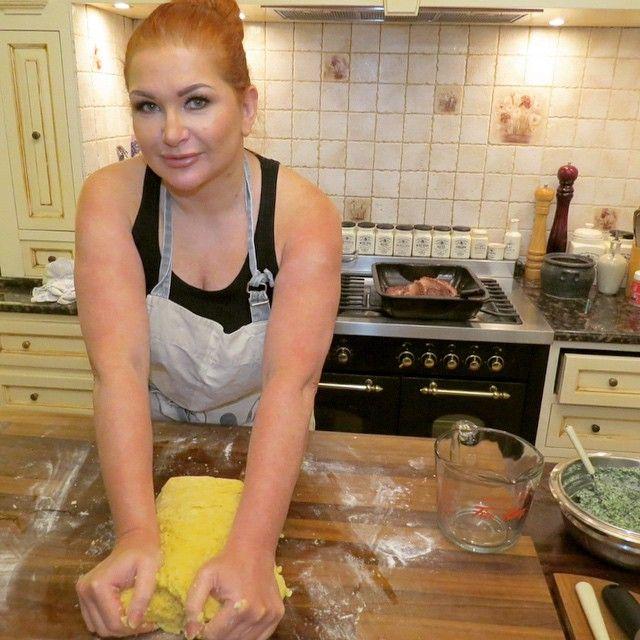 #preparing#pasta#per#ravioli  with#fresh#egg#yolk inside #michelinstars#dish✨ #MartaGrycanLiving #HouseOfGrycan