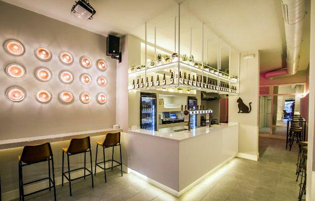 El minimalismo le suma versatilidad a los espacios. Restaurantes en madrid: Hop Republic cervezas y mas ...