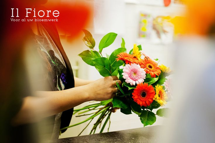 Bedrijfsfotografie boeket maken Il Fiore. Foto door Marijke Krekels Fotografie