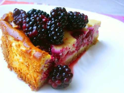 This berry cheesecake is great for shavuot or any occasion. Using cream cheese, cottage cheese, cherry brandy and fresh berries we have a delicious cheesecake.
