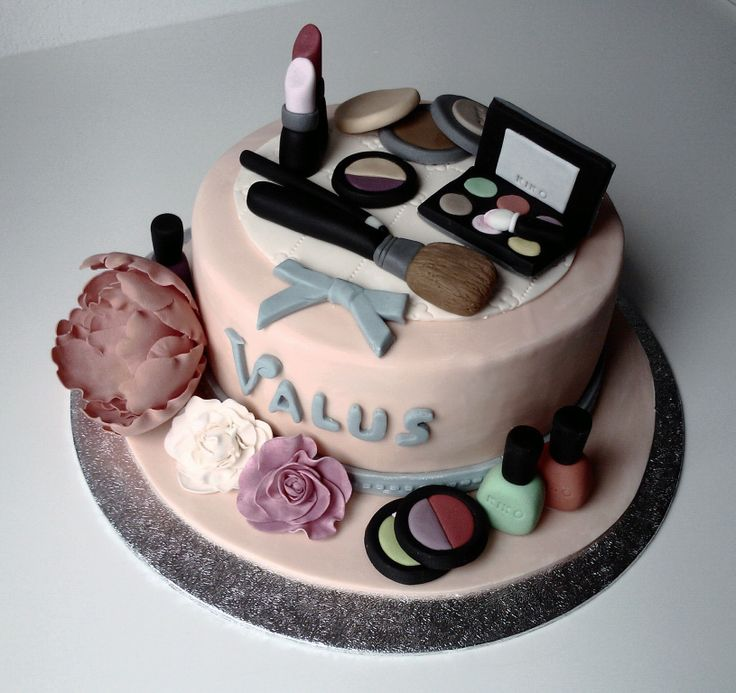Beauty make up cake!