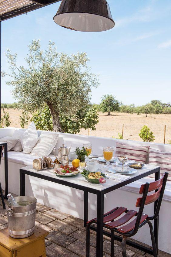 Marcela Magabeira - Rio um café no jardim Inicie seu feriado com um café da manhã no jardim, sem pressa, aproveitando este dia que ...