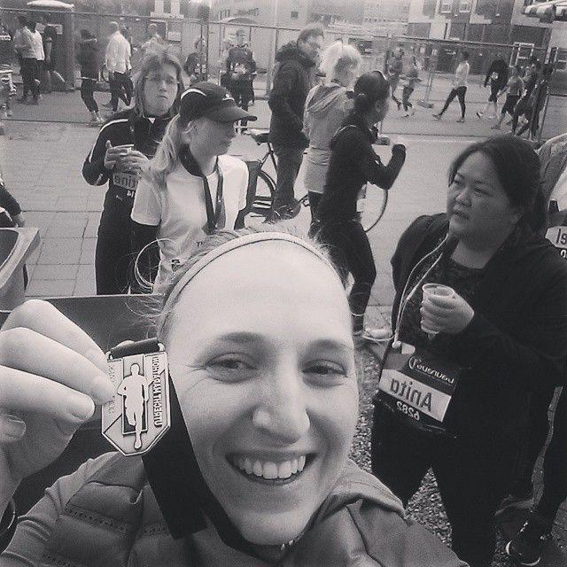 Afgelopen zondag besloot ik na lang wikken en wegen toch de Utrecht Sience marathon te lopen (oké de 5 km) het was mijn negende wedstrijd en ik ging hem als training gebruiken Mijn zondag begon dus goed. En ondanks ik tegen mijzelf zei dat het een training was, was ik freaking zenuwachtig! Wat was dit! Ik maakte een bakje met havermout maar na drie happen zat ik vol! Om 8,45 kwam mijn moeder en nog geen 5 minuten later zaten we in de auto. Een half uurtje later waren we op de plek van…