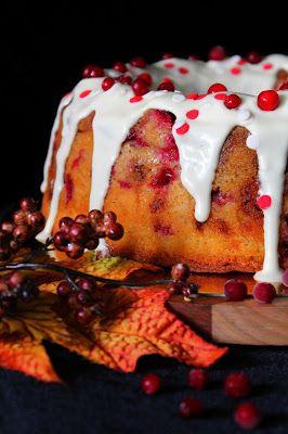Kakkuviikarin vispailuja!: Puolukka- paahdettu valkosuklaa kahvikakku