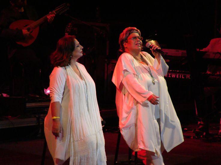 Famous greek singers Haris Alexiou and Dimitra Galani in Kassandra festival, Amphitheatron of Siviri.