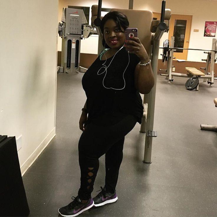 Got a workout in today don't feel like I crushed it but I got it in #IIFYM #iifymgirls #if #intermittentfasting #fatloss #weightloss #weightlossdiary #weightlossjourney #bodybuilding #macros #lean #leangains #kinobody #kinobodywomen #kinobodylifestyle #loosingweight #loosinginches #caloricdeficit #gains #gym #gymselfie #flexibledieting #fit #fitfam #fitspo #fitness #blackwomenlosingweight #blackfitness #lift by livvyliv93