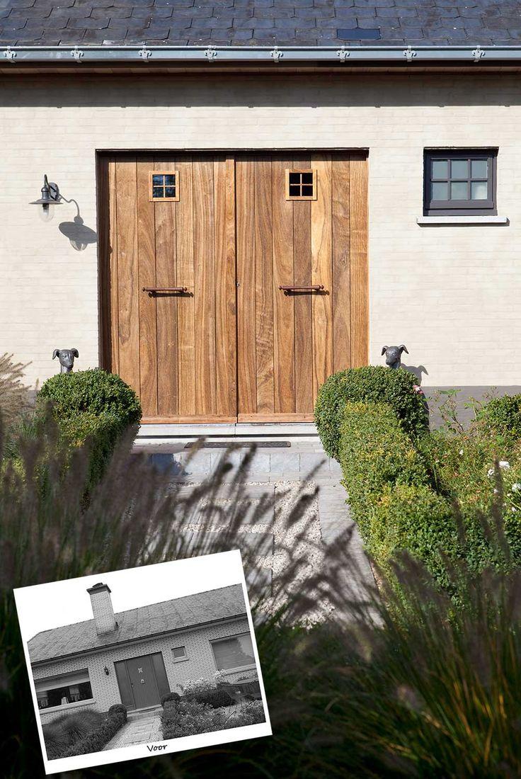 Een voordeur van deze kleur hout (met een iets groter, en lager raampje met 2 roedes)