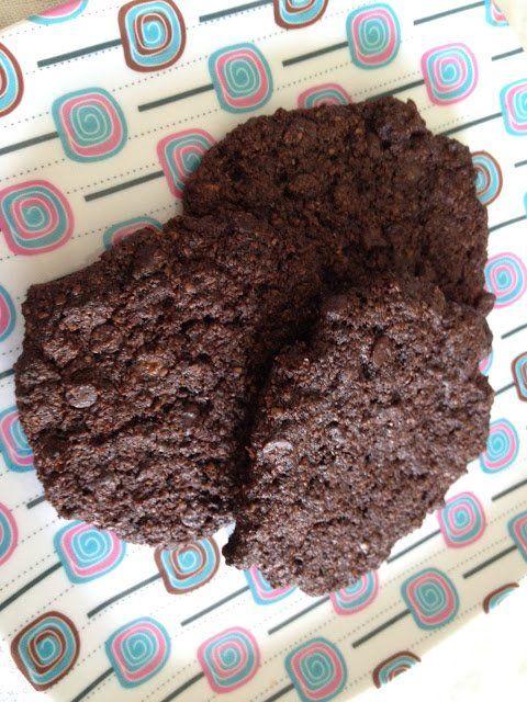 A nemrég készült áfonyás-zabpelyhes keksz után most egy ínycsiklandozó kakaós-csokoládés lisztmentes keksz készült. Az összeállításához bátran...