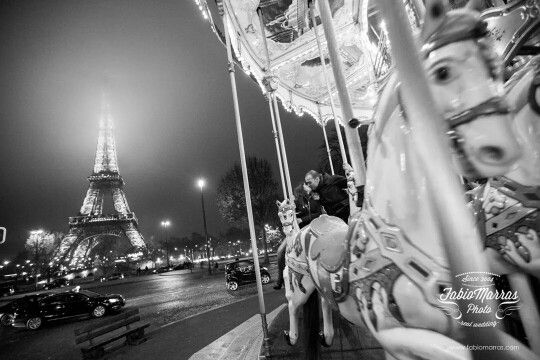 Pre wedding photo in Paris - engagement photosession