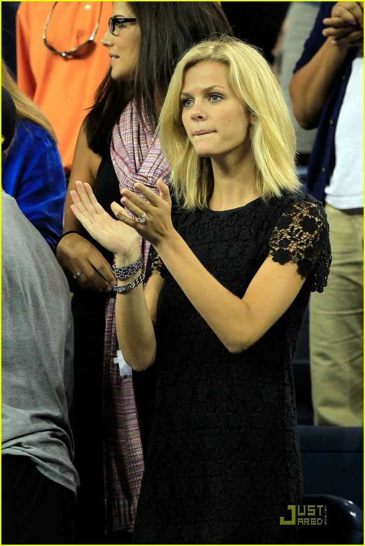 brooklyn decker shoulder length hair