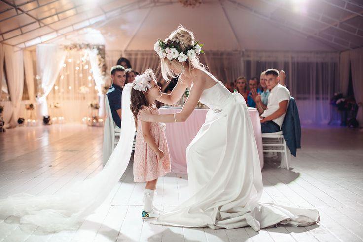 Трогательные моменты с детишками обязательно должны быть в свадебной серии