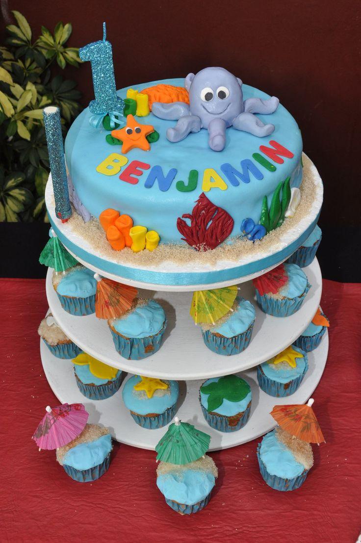 torta y cupcakes del fondo del mar