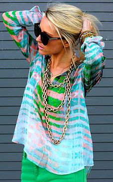 colour perfection: Colors Combos, Shirts, Spring Colors, Cute Summer Outfits, Chains Necklaces, Style Clothing, Green Pants, Summer Clothing, Bright Colors