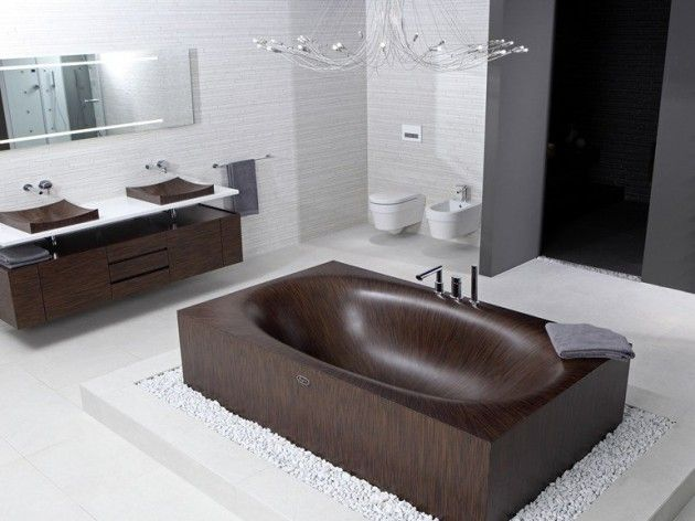 Bathroom with Wooden Bath (630 x 472)