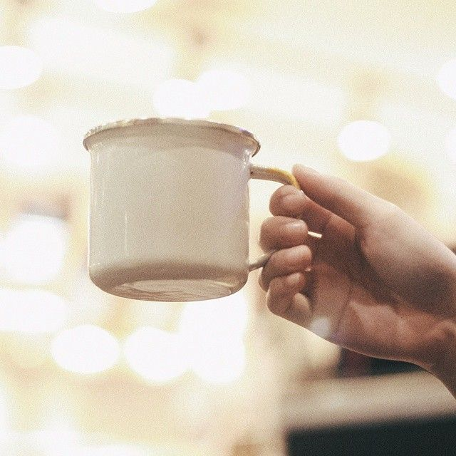 Rise and shine, (even) it's Monday ☀  Bonne journée (means) Have a good day!  #cestca #enamelmug #enamelware #handicraft #handmade #gift #giftideas #vintage #vintagestuff #merchandise #lundi #monday