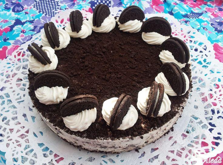 A torta kétféle képen készíthető: sütéssel vagy sütés nélküli lappal.        Hozzávalók: 20 cm-es tortaformához    a sütés nélküli torta...