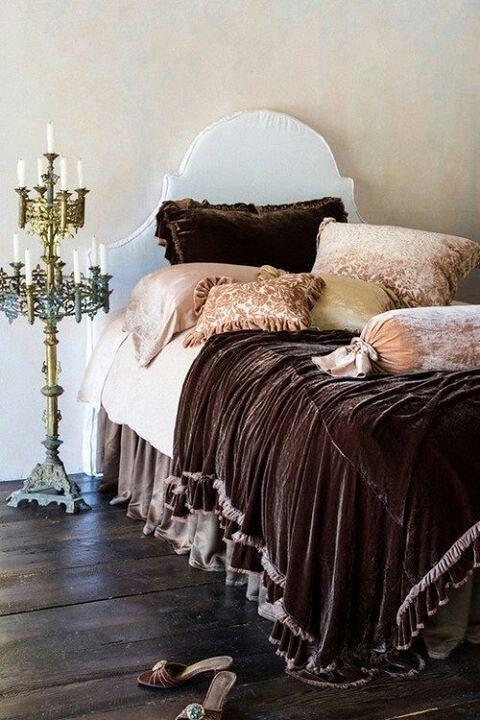 Brown velvet bedding bedroom ideas pinterest for Velvet bedroom designs