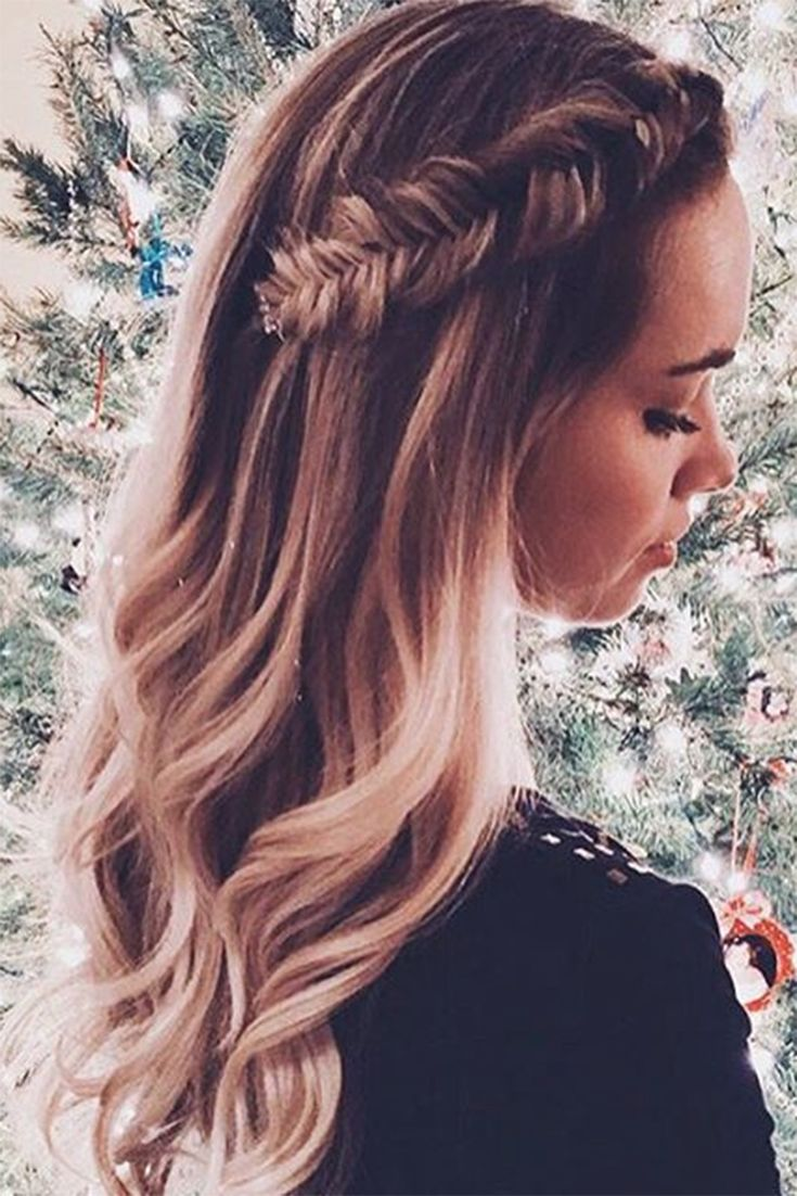 The cutest fishtail braid detail & soft hair waves <3 Photo by: abigailrosehair