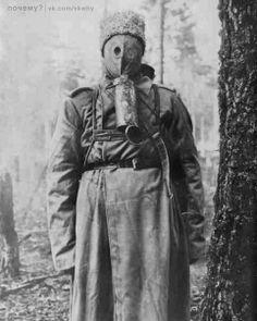 russian soldier WW I in Kummant-Zelinsky gas mask.