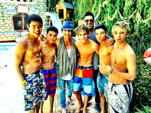 IM5 Shirtless!! Holy moly!!