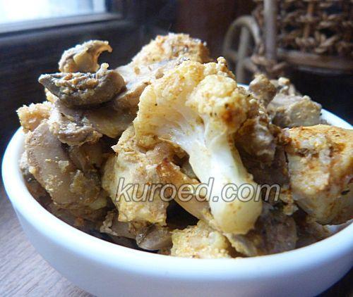 Курица с грибами и цветной капустой, приготовленная в духовке