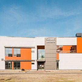 SeAMK, Rakennustekniikan laboratorio. Julkisivuverhous Equitone Tectiva ja Natura -julkisivulevyillä.