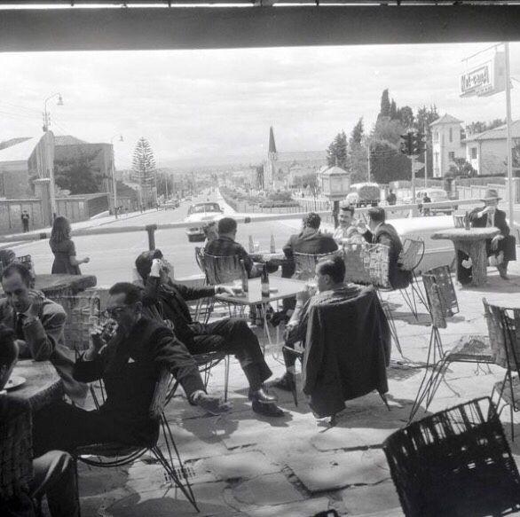 """#Jueves de memorias  con esta foto de la famosa #terraza del """"Tout va Bien""""…"""