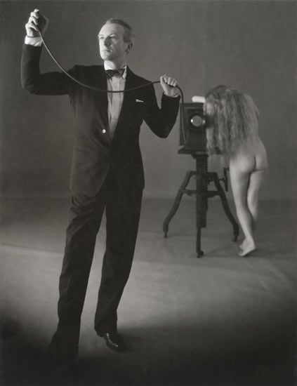 Irving Penn: Cecil Beaton with nude, 1946.