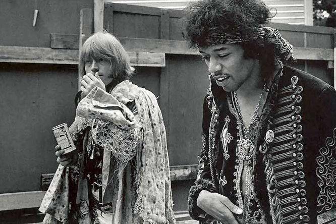 A TOPMAN estreou o calendário oficial de moda masculina para temporada de Inverno 2015 com o mesmo perfume setentinha rock n' roll que vimos na coleção passada da marca, mas dessa vez revisitando o guarda roupa de grandes ícones da música como Mick Jagger, Iggy Pop e David Bowie de maneira ainda mais direta. Foram …