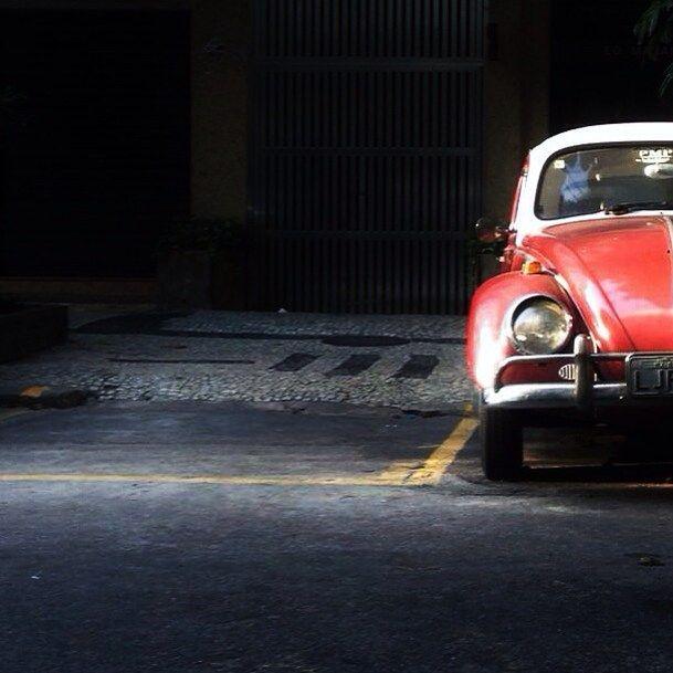 Car in Brasil By La ciudad al instante❤️ #laciudadalinstante #riodejaneiro #leme #brasil #instagrambrasil #instagram #instagood #soloparking #vw #vwlove #volkswagen #vintagecar