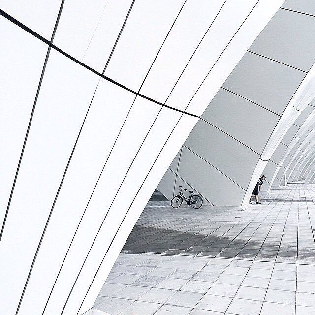 Submission by @qcici #art #photographer #lines #geometry #architecture #urban #white #light #people #shadow #artist