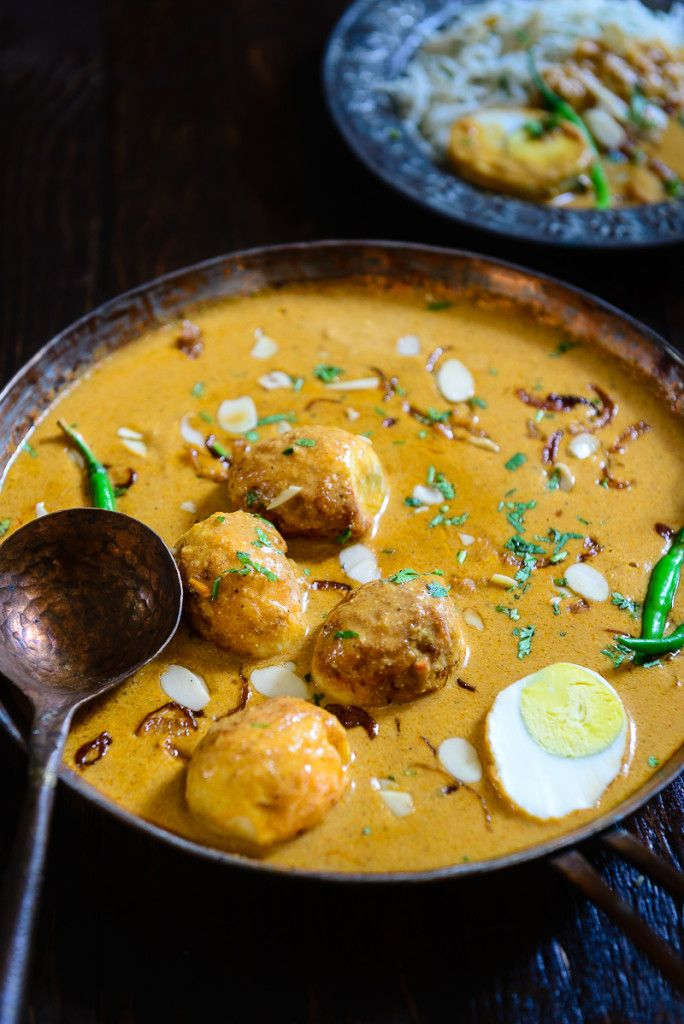 For all the eggetarians, Mughlai Egg Korma is indeed an inviting feast. Savour it with Naan or Phulke and go back to the Mughal era.