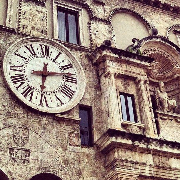 Ascoli Piceno - Particolare del Palazzo dei Capitani #palazzodeicapitani #ascolipiceno #marche #italy #marcheisart