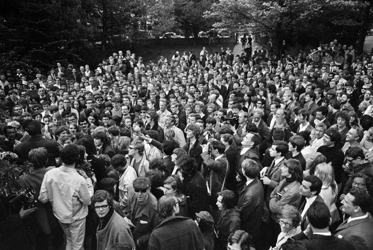 Vondelpark mei 1967 AMSTERDAM-PROVOS-BIJEENKOMST